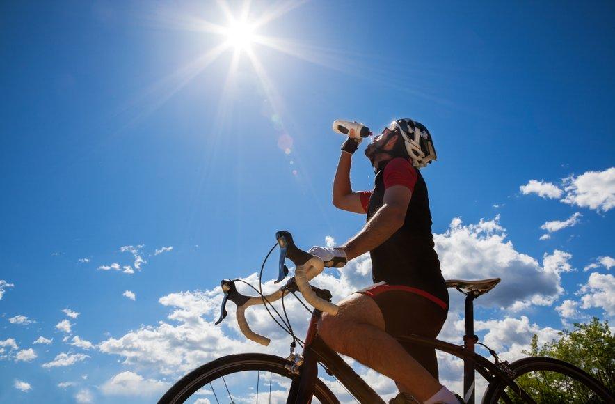 Če je le mogoče, se alkoholu med vožnjo s kolesom izogibajte, še posebej v res vročiih dneh.