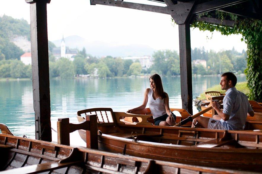 Izposoja čolna Blejsko jezero in piknik na čolnu