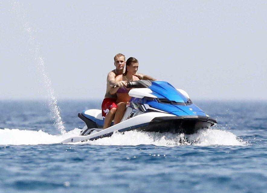 Hailey in Justin Bieber sta uživala na počitnicah v Grčiji.