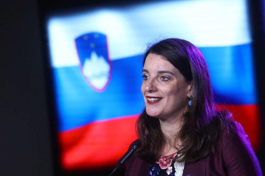 Simona Kustec se bo nekaj dni mudila v deželi vzhajajočega sonca.