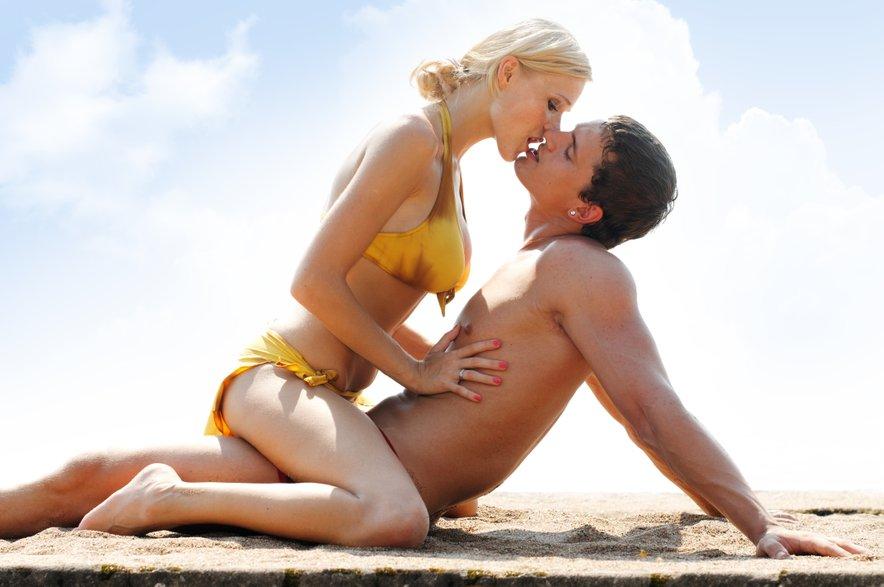 Čeprav se sliši romantično, seks na plaži ni preveč udoben.