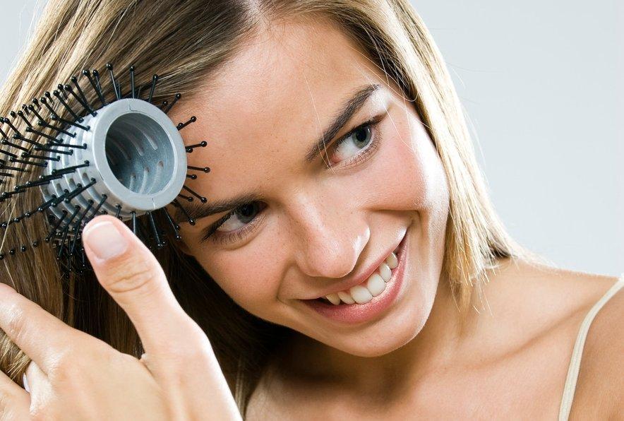 Volumen las boste povečale z veliko okroglo krtačo, ki je znana po svoji zračnosti.