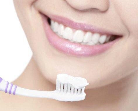 Vaši zobje bodo v hipu videti bolj beli, zaradi dodatka jagode pa boste imeli v ustih prijetnejši okus.
