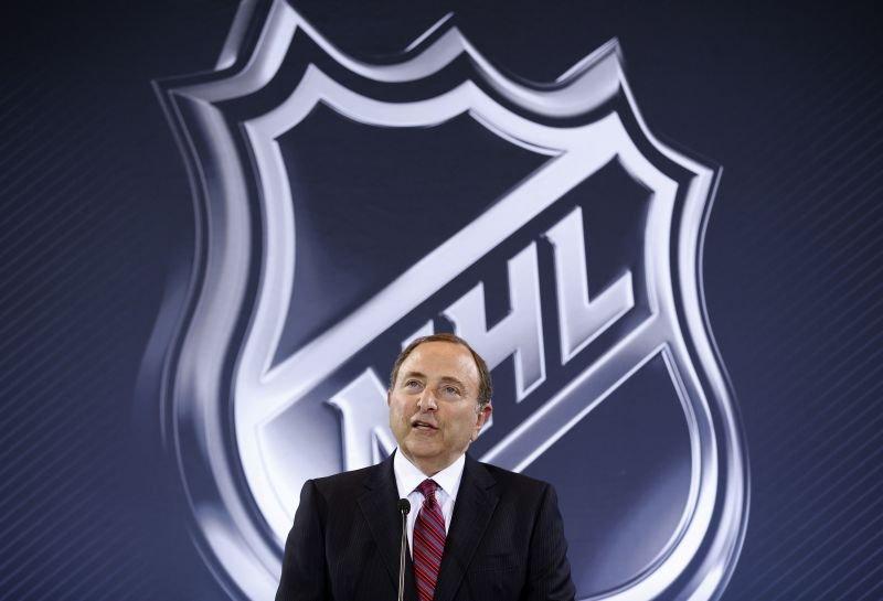 Komisar lige NHL Gary Bettman (na fotografiji) mora v zadnjih tednih reševati številne zagate.
