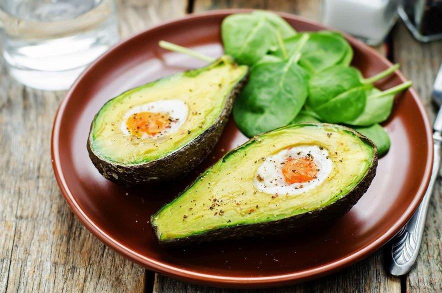 Mnoga živila z visoko vsebnostjo maščob so izredno hranljiva in vam lahko pomagajo ohranjati zdravo telesno težo.