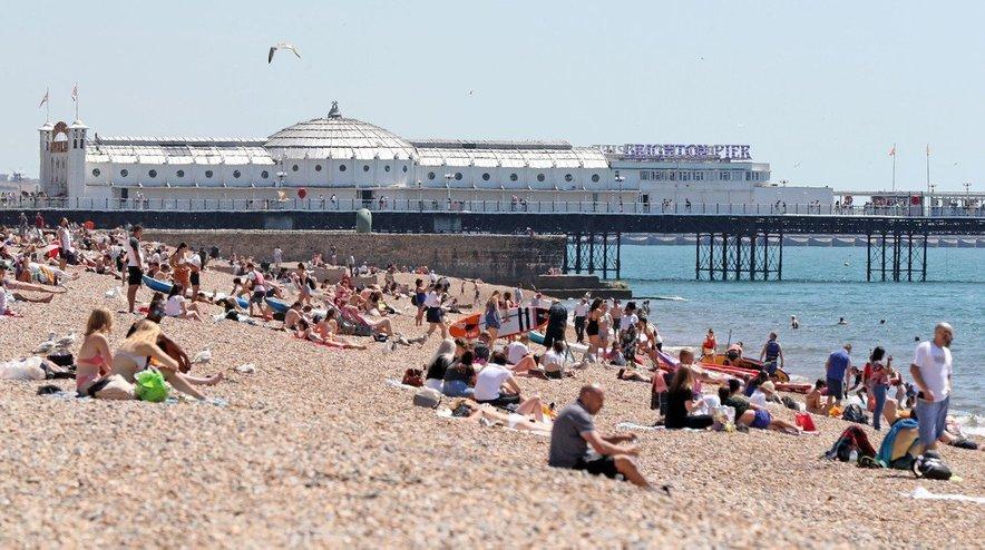 Visoke temperature so v teh dneh v Brighton zvabile še več obiskovalcev kot sicer.