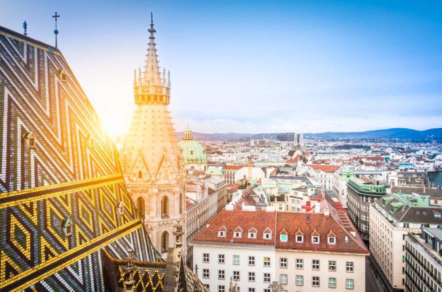 Ko prispete v Gradec si najprej privoščite kavo s smetano in se sprehodite po mestnih ulicah, nato pa lahko vsi željni raziskovanja pot nadaljujete do Dunaja.