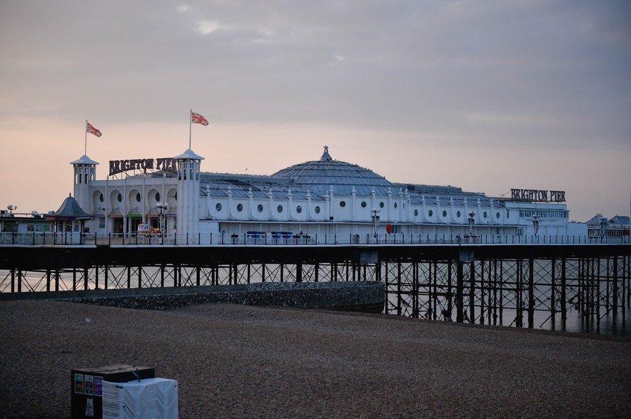 Brighton Pier je največja znamenitost obmorskega mesta.