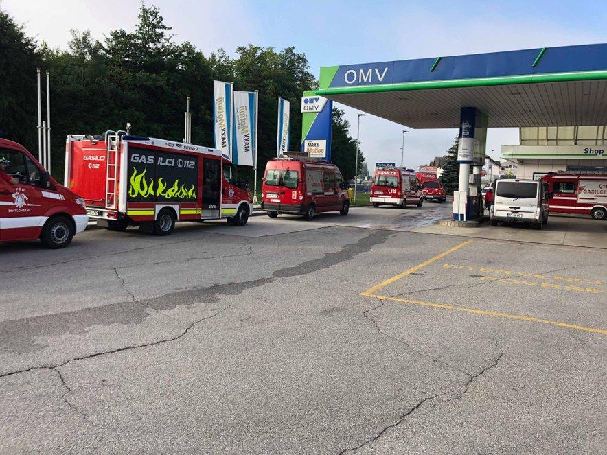 Na pomoč pri sanaciji škode pa so v Belo Krajino nesebično pohiteli tudi gasilci iz Trebanjske občine.