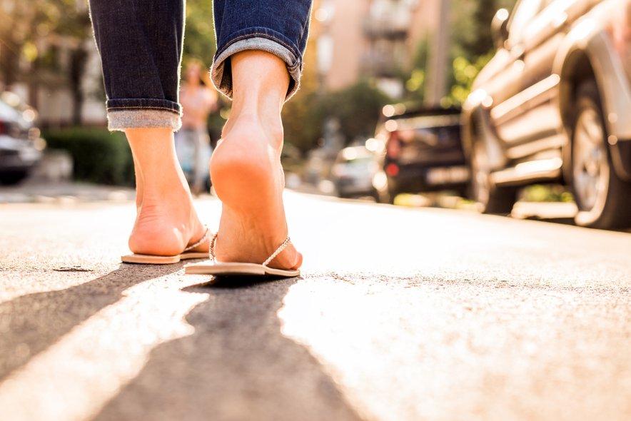 Ortopedi pravijo, da dolgotrajno krčenje prstov na nogah lahko trajno skrči ali preoblikuje mišice na spodnjem delu stopala