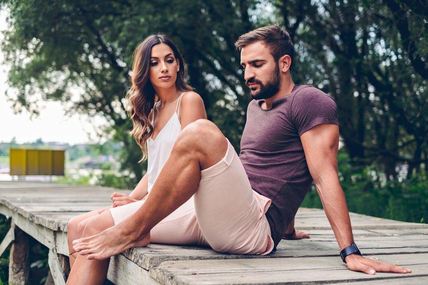 Prav tako je pogosto, da takšni moški želijo vzpostaviti fizičen oz. spolni stik, še preden vzpostavijo čustveno povezanost.