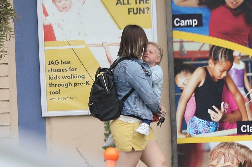 Bradley Cooper je za hčerkico Leo najel mlado varuško.