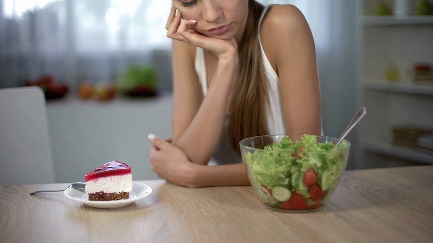 Ne odločajte se za drastične diete, ampak poskrbite za uravnoteženo prehrano.