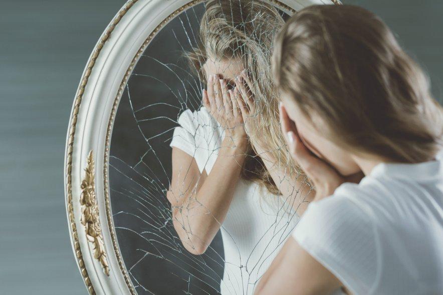 Če se vam zdi, da imate v sebi težje čustvene rane, potem ne odlašajte z obiskom strokovnjaka. Včasih so nekatere vsebine enostavno preveč boleče, ali celo močno potlačane in največkrat je prav to razlog, da se vrtimo v krogu brez izhoda.