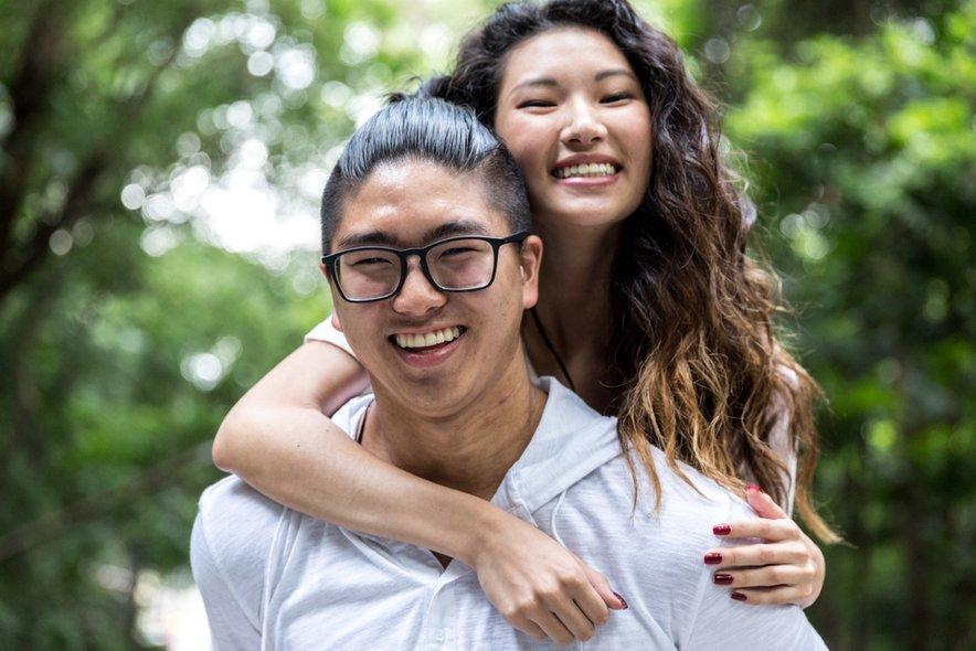 V kitajsko kulturo se vrača jasna delitev vlog med spoloma: moški naj dela in nosi domov denar, ženska pa naj bo dobra žena, mati in gospodinja.
