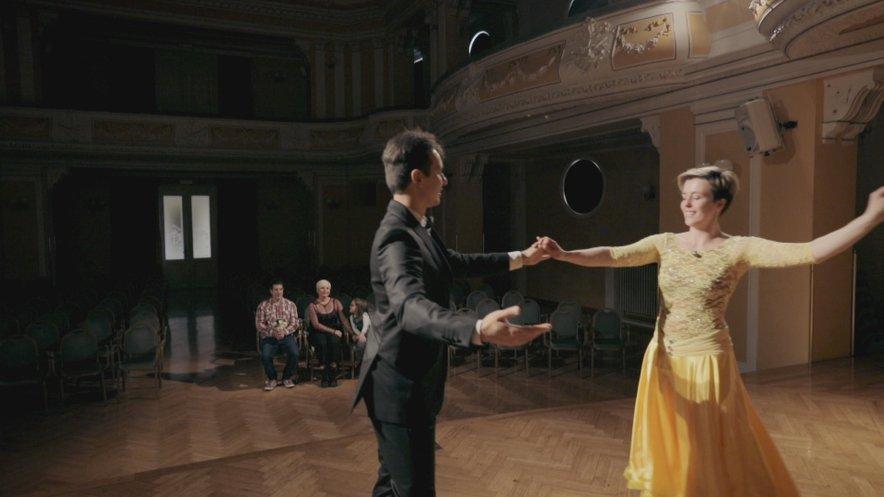 Ana se je zavrtela s profesionalnim plesalcem Aleksejem Rubcovem.