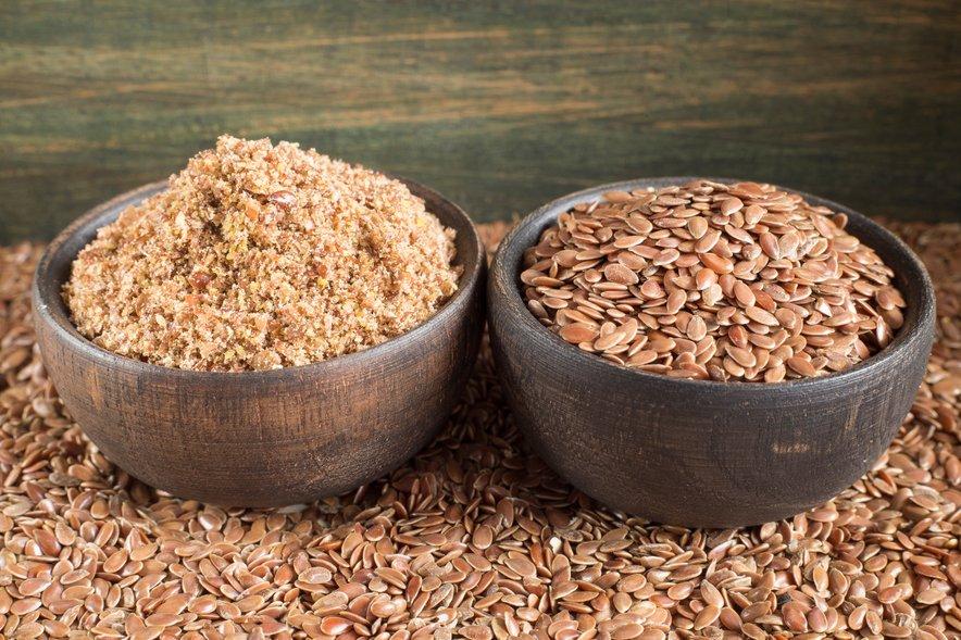 Uživajte živila, kot so avokado, fige, brstični ohrovt, fižol, leča, oreški, lanena semena, chia semena, ajda, proso in kvinoja.