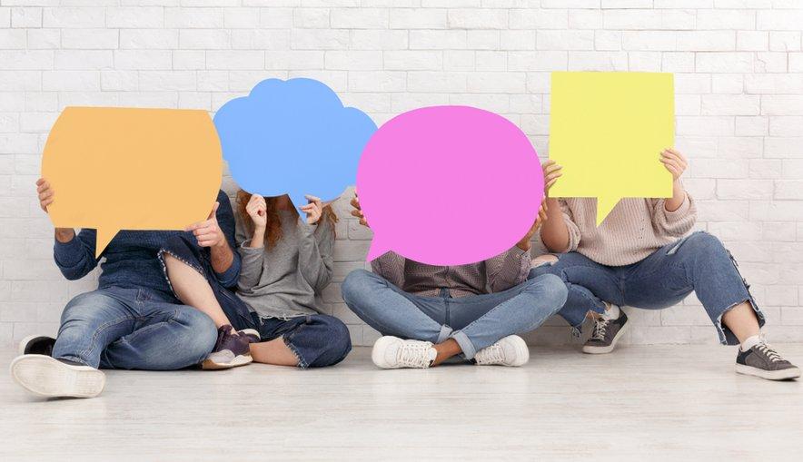 Slovenski mladostniki na družbenih omrežjih preživijo več ur dnevno.