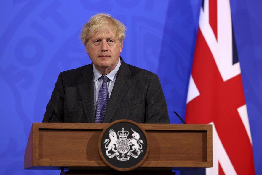 Johnson naj bi bil v preteklosti proti zaprtju države, saj da za covidom 'umirajo le starci'.