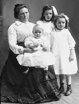 Krutost Belle Gunness ni imela meja, umorila je tudi svoje otroke.