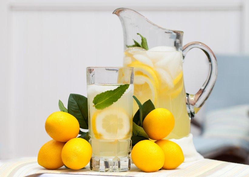 Če radi pijete limonado, ko ste prehlajeni, jo osladkajte z medom.