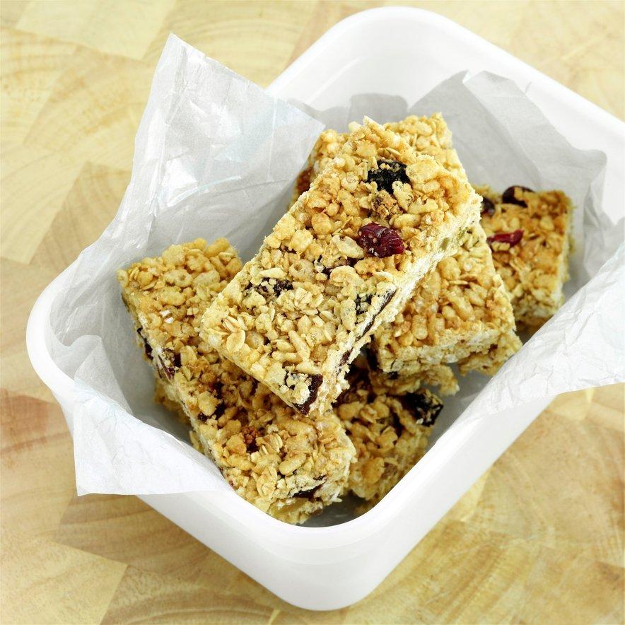 Energijske ploščice so še boljše z dodatkom oreščkov in semen.