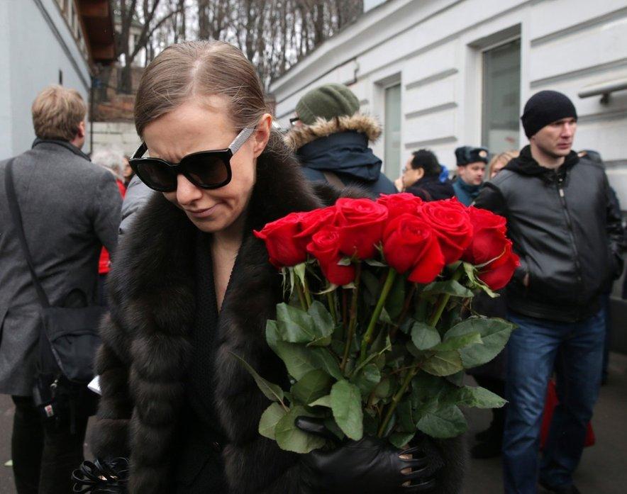Na pogrebu prijatelja Borisa Nemcova naj bi Kseniji Sobčak neznanec zagrozil, da je sedaj na vrsti ona. Za kaj, ni povedal, je pa glede na okoliščine sklepala, da je bila to grožnja s smrtjo.