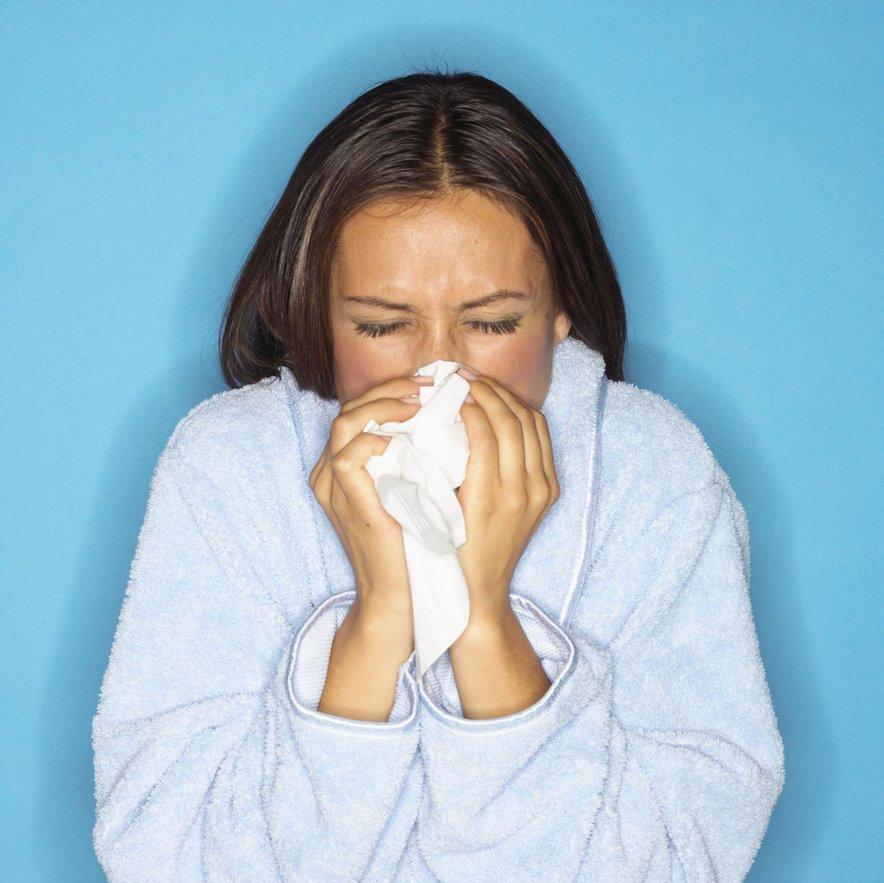 Za še učinkovitejšo preventivo boste poskrbeli, če se boste izogibali ljudem, ki so že bolni, in si redno umivali in razkuževali roke, še posebej pred obroki.