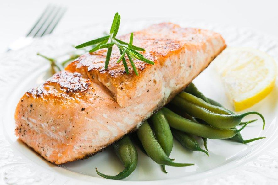 Prehrana zagotavlja sprejemljiv vnos količine beljakovin, ogljikovih hidratov, maščob in ostalih hranilnih snovi.