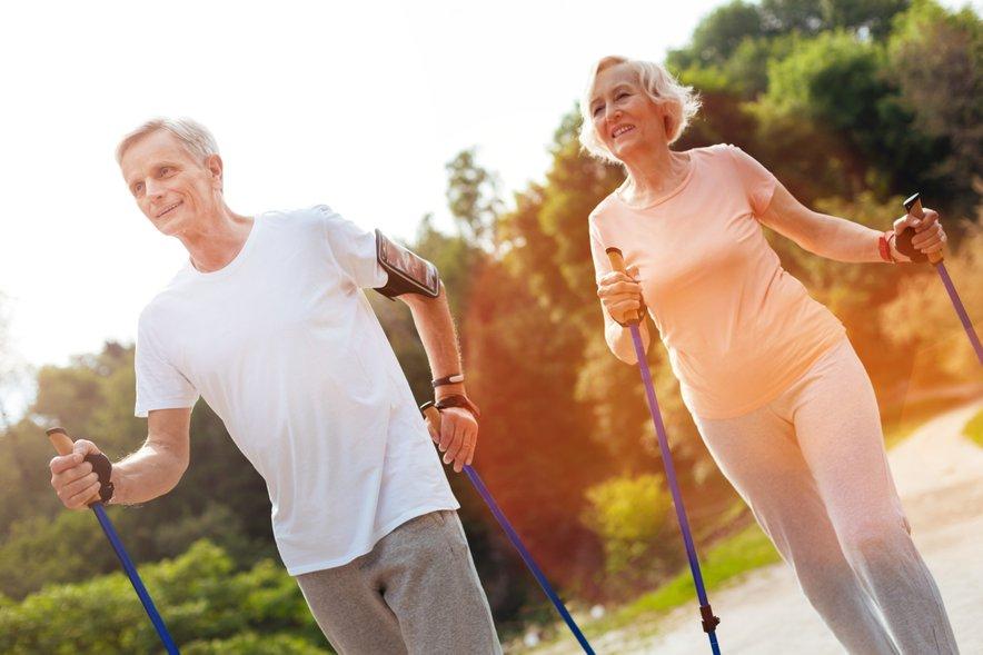 Poiščite vadbo, ki vam ustreza. Morda je to nordijska hoja.