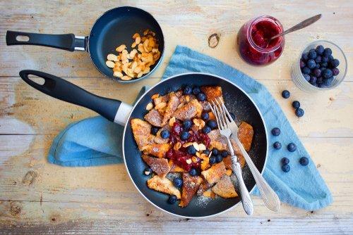 Cesarski praženec lahko pripravimo z različnimi dodatki in na različne načine: karameliziranega, z rozinami, mandlji ali kokosom.