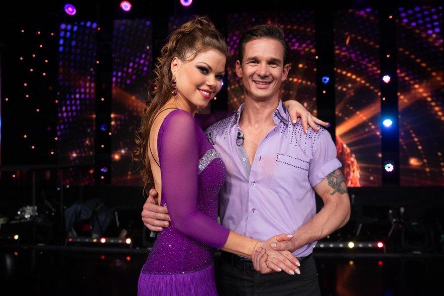Kot prvi par sta se v 3. oddaji šova Zvezde plešejo poslovila Grega Poljanec Kirsch in Martina Plohl.