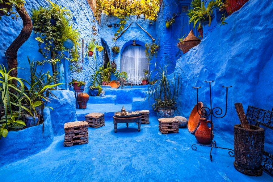 Potopite se v modre ulice vasice Chefchaouen.