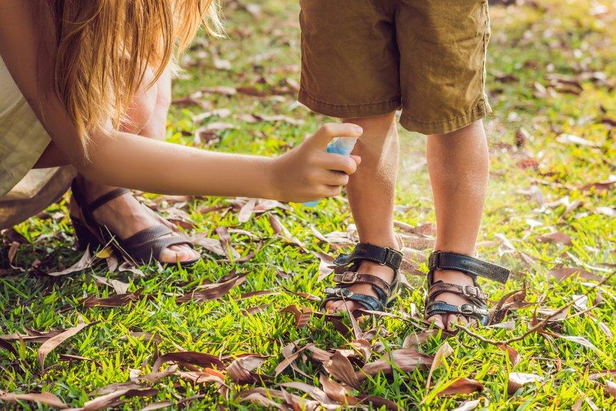 Zaščitite otroke z naravnim pršilom.