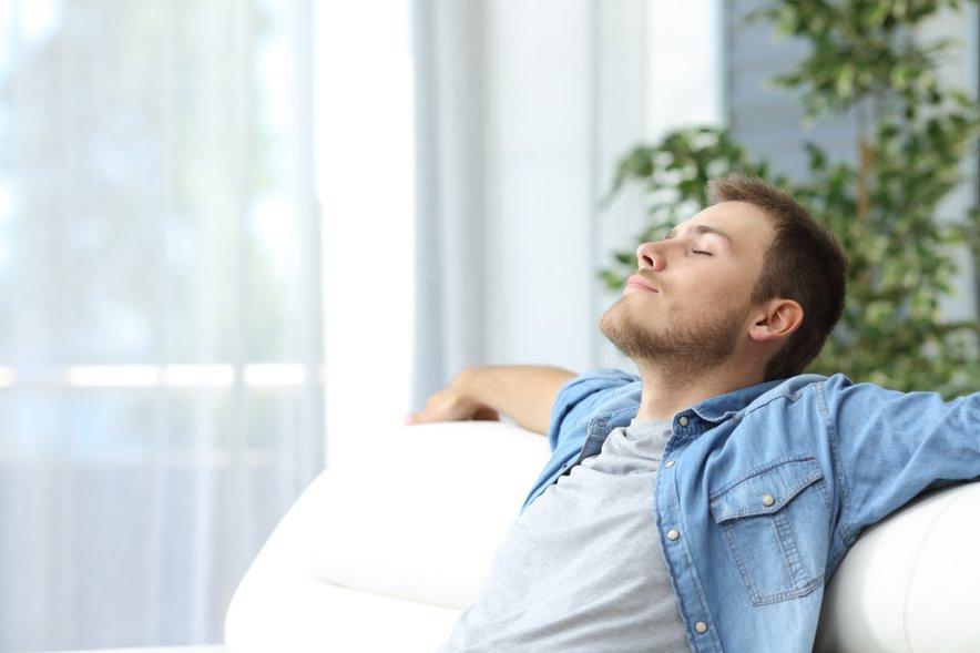 """""""Pogosto gre za ljudi, ki ne znajo počivati. Da bi se sredi dneva ulegli na kavč, jim je potrata časa."""""""