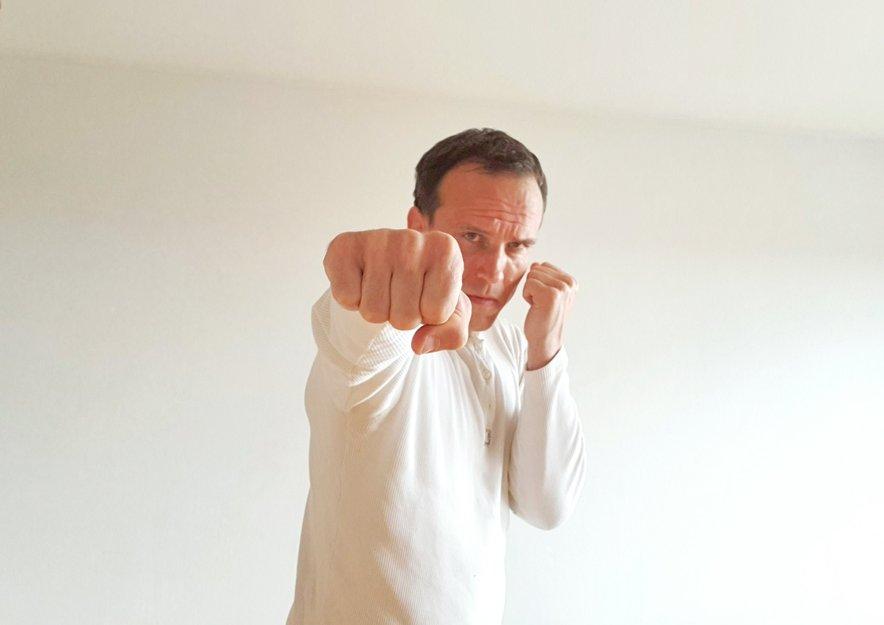 Robert Lisac ima dolgoletne izkušnje na področju samoobrambe.