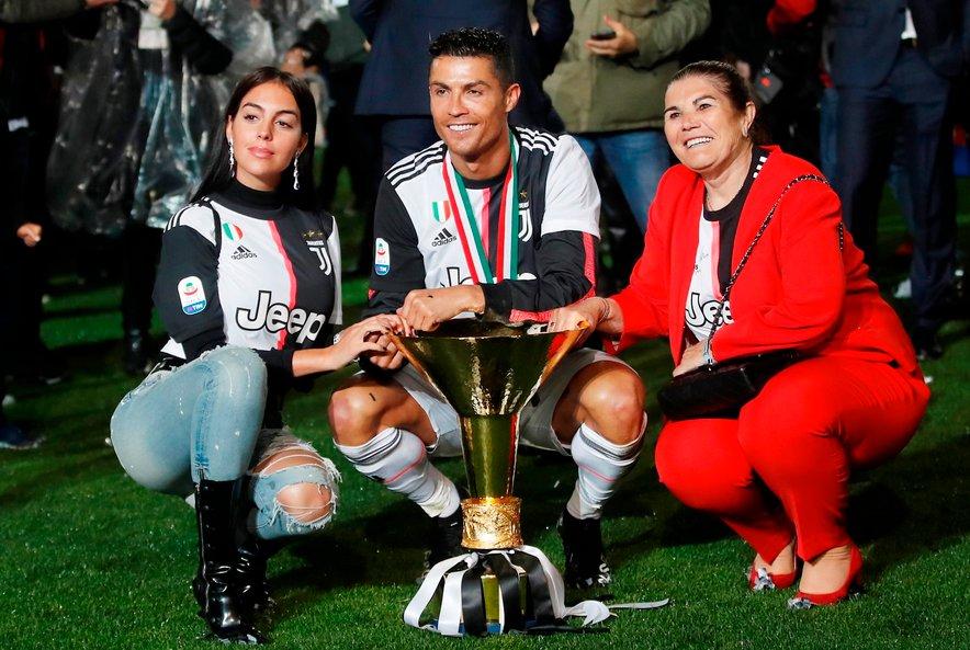 Ronaldo (na fotografiji) z mamo Dolores Aveiro in partnerico Georgino Rodriguez.