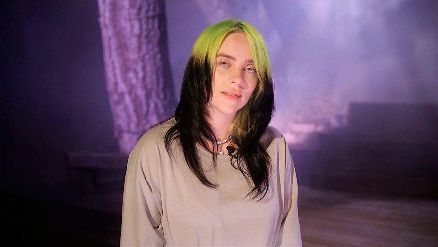 Billie Eilish se je poslovila od svoje prepoznavne pričeske in postala blondinka.