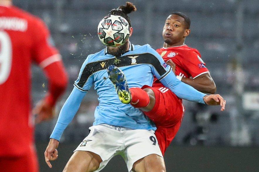 Alaba (na fotografiji) med povratnim obračunom osmine finala Lige prvakov z rimskim Laziem. Bayern brani naslov prvaka in ga v četrtfinalu čaka ponovitev lanskega finala proti Paris Saint-Germainu, ki naj bi prav tako imel svoje načrte v lovu na Avstrijca.