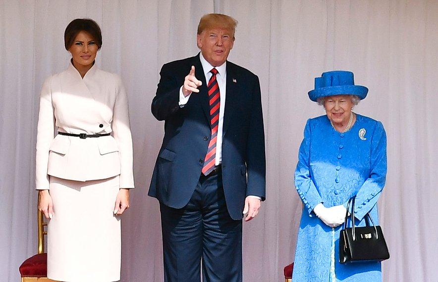 Ameriški predsedniški par je v Veliko Britanijo prispel danes.