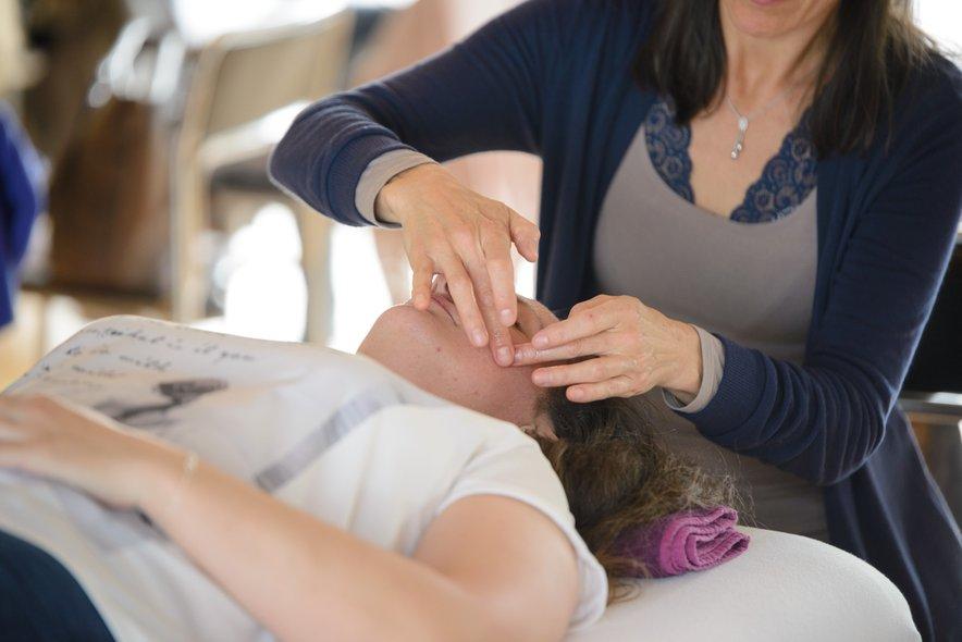 Obrazna refleksoterapija je vrsta refleksoterapije, ki se izvaja na področju obraza in glave.