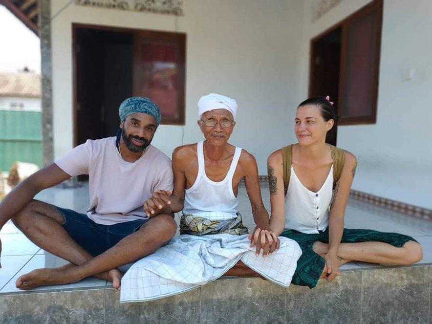 """""""Bali je predstavljal moj 'rešilni čoln', ki me bo iz rutine vrgel v novo okolje, kjer bom lahko ponovno prišla v stik sama s sabo in bila primorana, da poskrbim zase, živim v trenutku in osebnostno zrastem."""""""