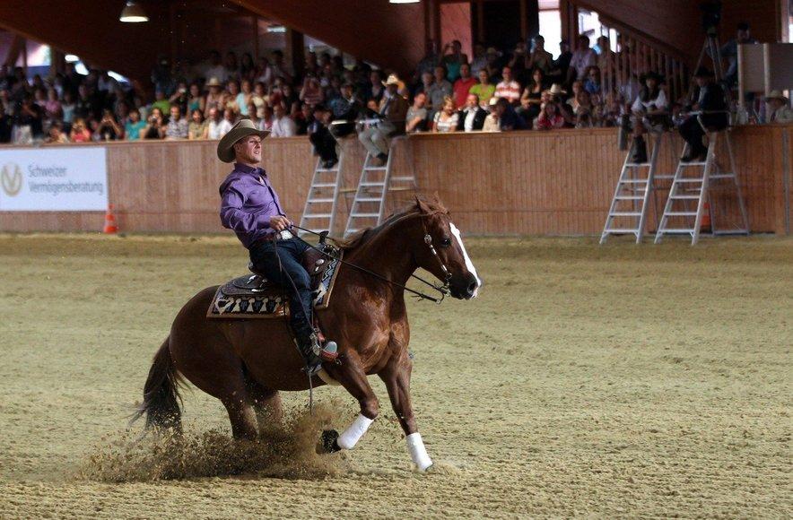 Tudi Michael je bil spreten na konju.
