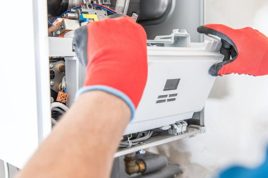 Pri Petrolu vam uredijo demontažo obstoječe kurilne naprave, poskrbijo za dobavo, montažo, priključitev in zagon novega plinskega kotla.