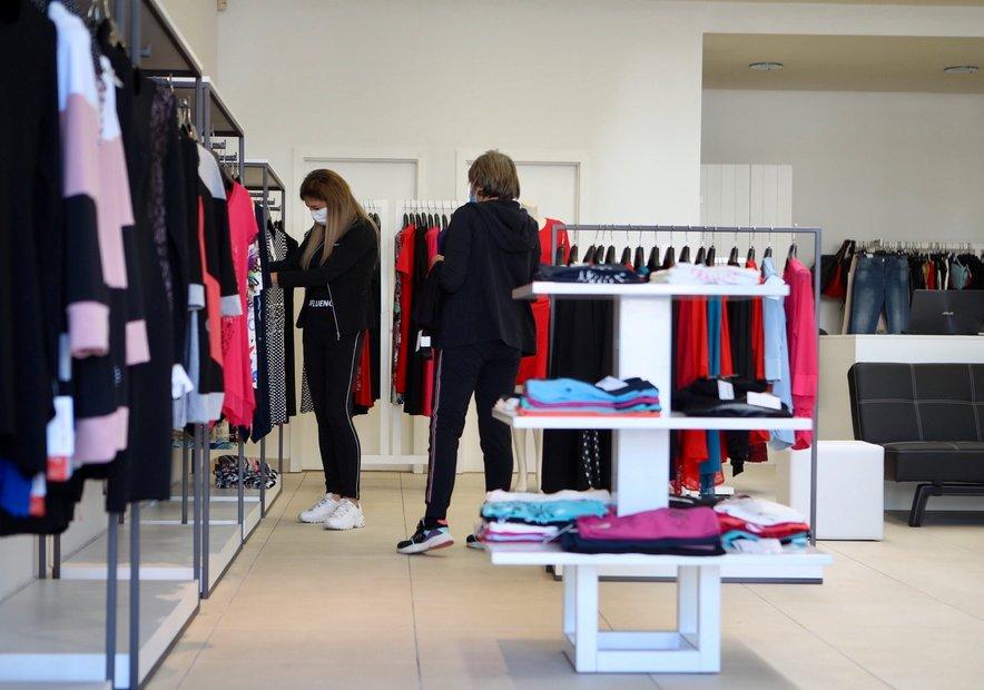 Med zaprtimi ostajajo tudi trgovine z oblačili.