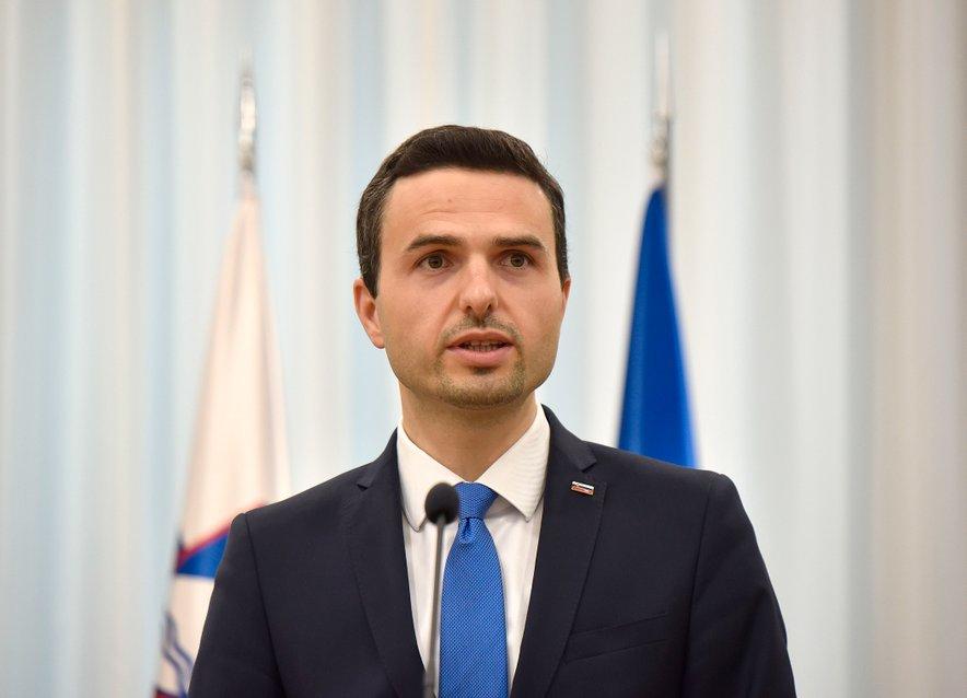 Tudi vodja koalicijske NSi in obrambni minister Matej Tonin se je distanciral od torkovega pisma predsednika vlade.