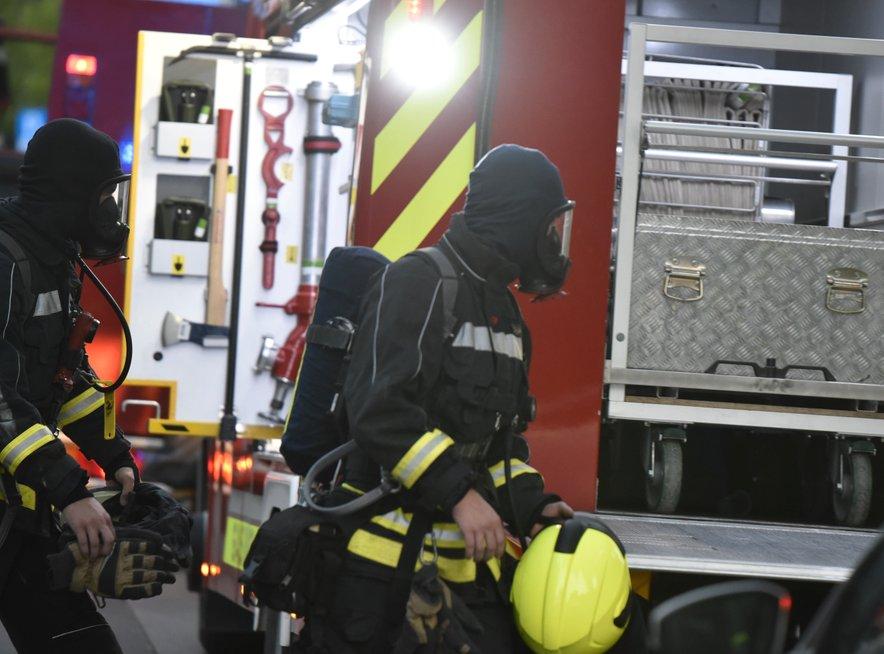 Gasilci so požar obvladali.