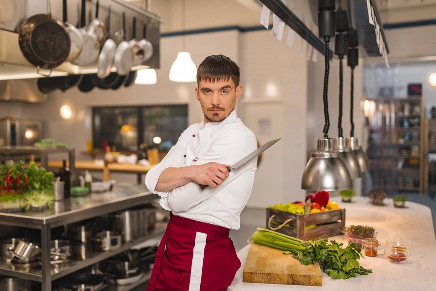 Klemen Janežič bo v seriji Ja, Chef!, ki na VOYO prihaja prihodnji četrtek, odigral kuharja Luko.