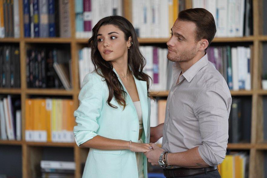 Hande in Kerem (na fotografiji med snemanjem prve sezone serije Ko potrka ljubezen) bosta v drugi sezoni presenetila z novim videzom.