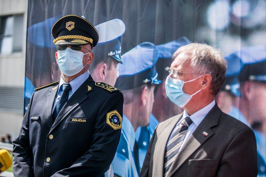 Anton Olaj je v zvezi s policijskim varovanjem shoda odredil nadzor nad delom PU Ljubljana 28. junija. Na fotografiji z notranjim ministrom Hojsom.